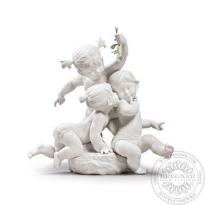 Kiss under the mistletoe Children Figurine
